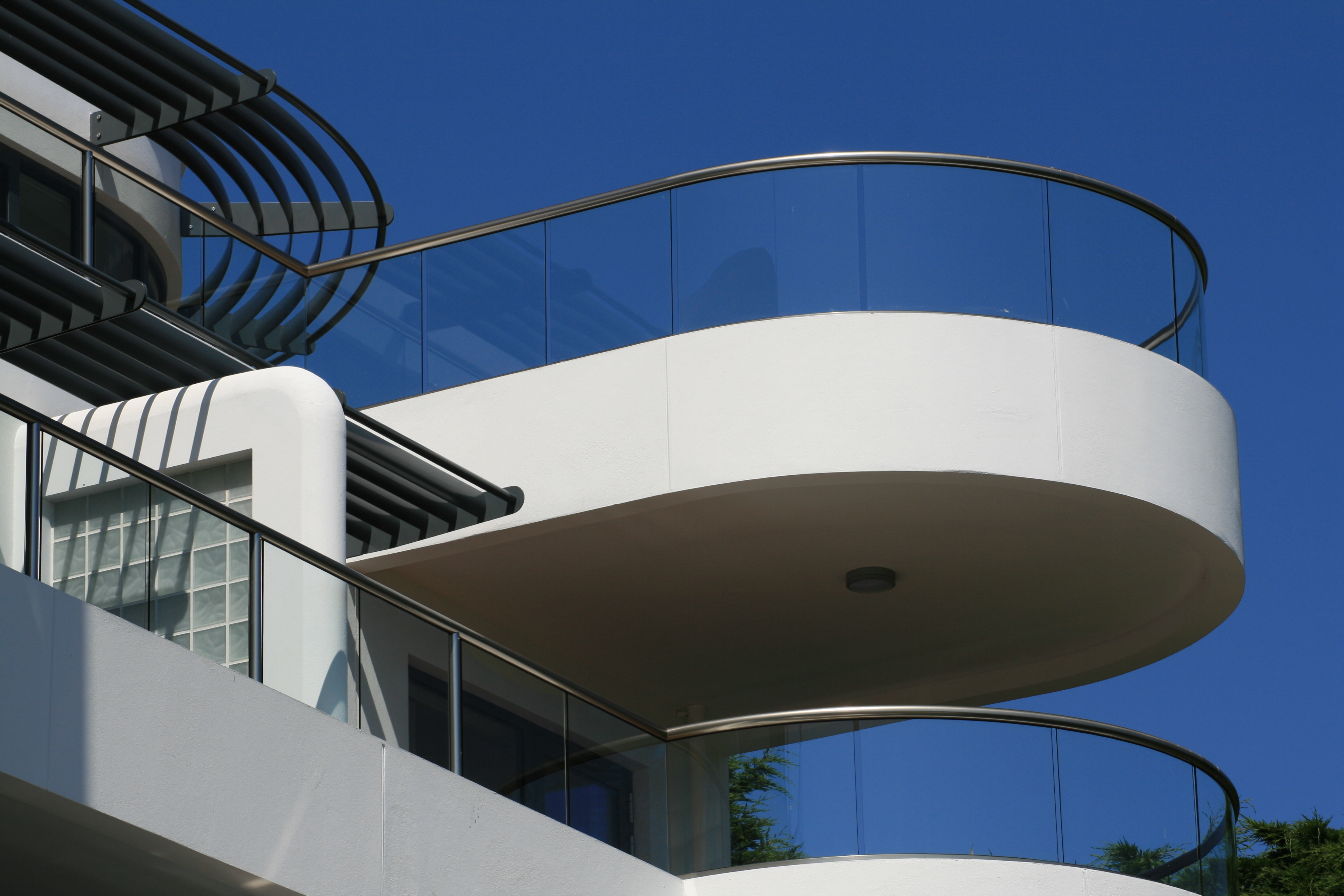 glass balustrade with top tail